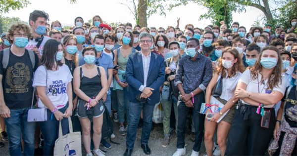 Les jeunes avec jean-Luc Mélenchon à Valence (photo L'insoumission)