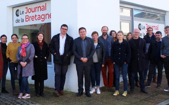 Journal de la Bretagne, l'équipe avec au centre Erwan Chartier-Le Floc'h et  Christian Troadec