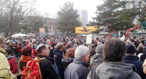 Les manifestants devant Rennes Métropole @MTheurier