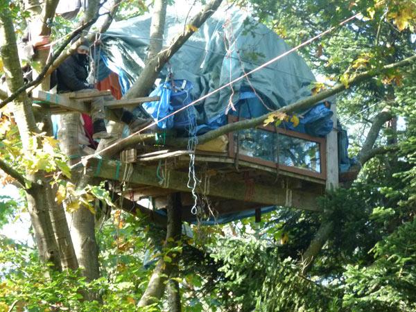Dans quelques minutes il verra sa cabane détruite www.photosreportages.fr