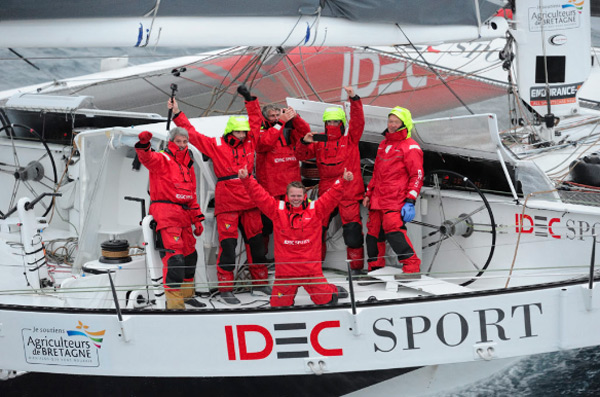 Idec Sport à son arrivée ce matin dans le port de Brest