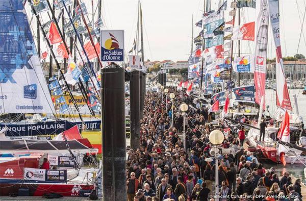 Il y avait foule hier sur les pontons aux Sables d'Olonne © Vincent Curutchet